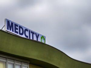MedCity Egészségközpont tábla