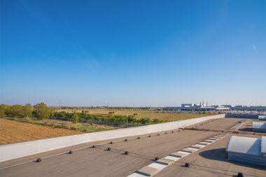 fejlesztési terület a Mercedes gyár közvetlen szomszédságában