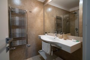 lakás fürdőszoba
