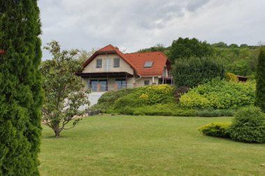 Örökpanorámás prémium családi ház eladó